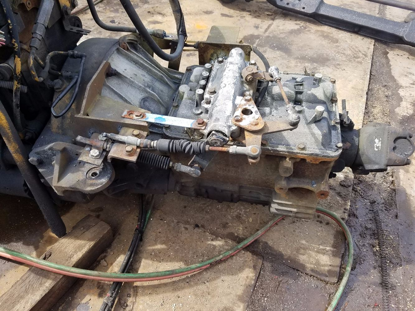 1998 Caterpillar 3116 Transmission Assembly