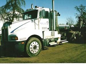 Kenworth T600 - Salvage 2668-KW