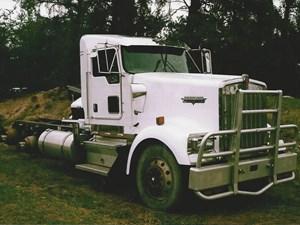 Kenworth W900 - Salvage 2642-KW