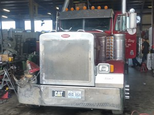 Peterbilt 379 - Salvage 3D805037