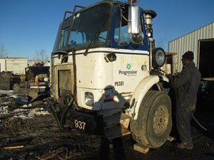 Volvo EXPEDITOR - Salvage yd2h069