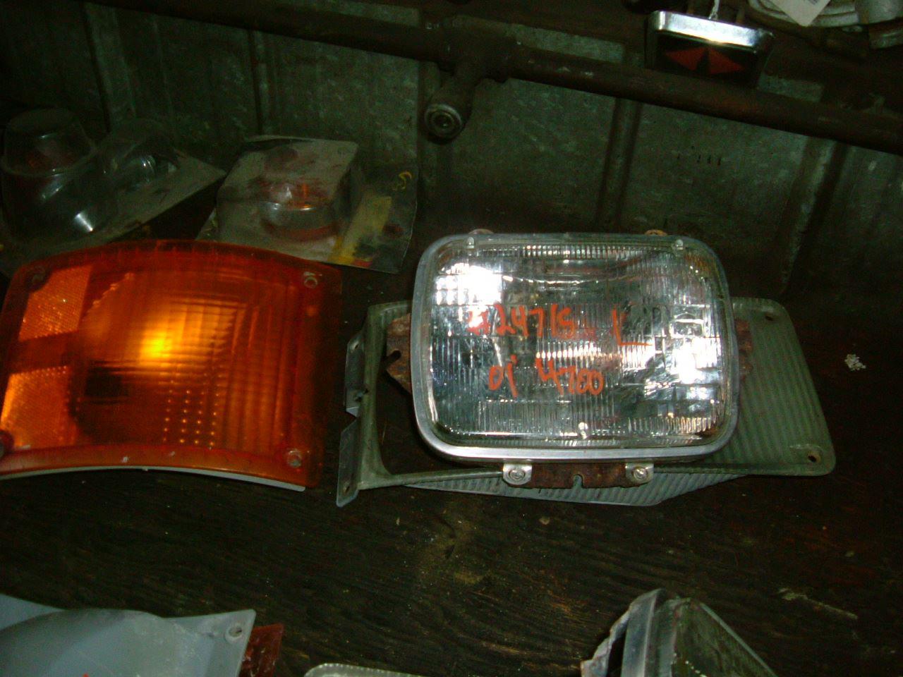 2001 International 4700 (Stock #24715-2) | Headlamp Assys ...