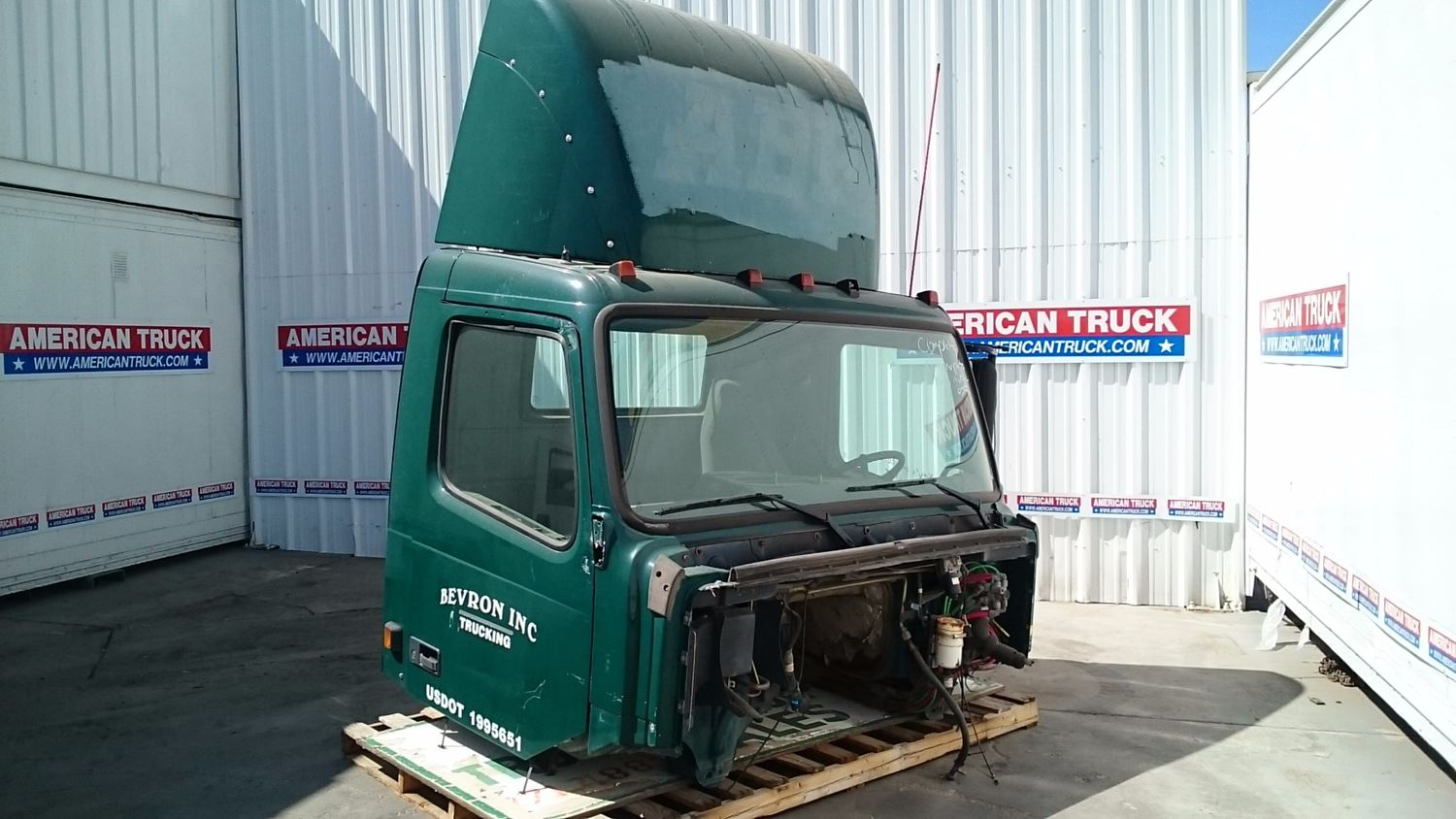 Used Parts for 2002 VOLVO VNM for sale-58978905