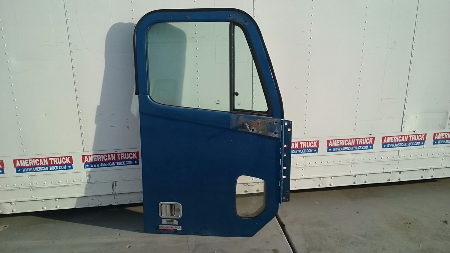 USED PASSENGER SIDE DOOR FOR 2005 FREIGHTLINER COLUMBIA IN GOOD SHAPE. & Doors   New and Used Parts   American Truck Chrome Pezcame.Com