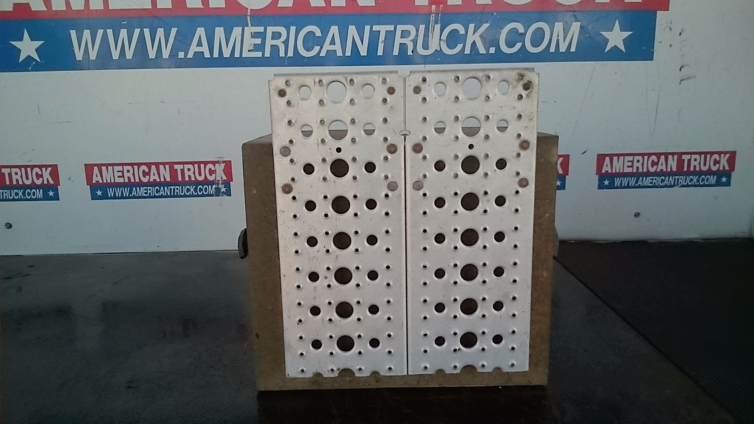 battery boxes new and used parts american truck chrome. Black Bedroom Furniture Sets. Home Design Ideas