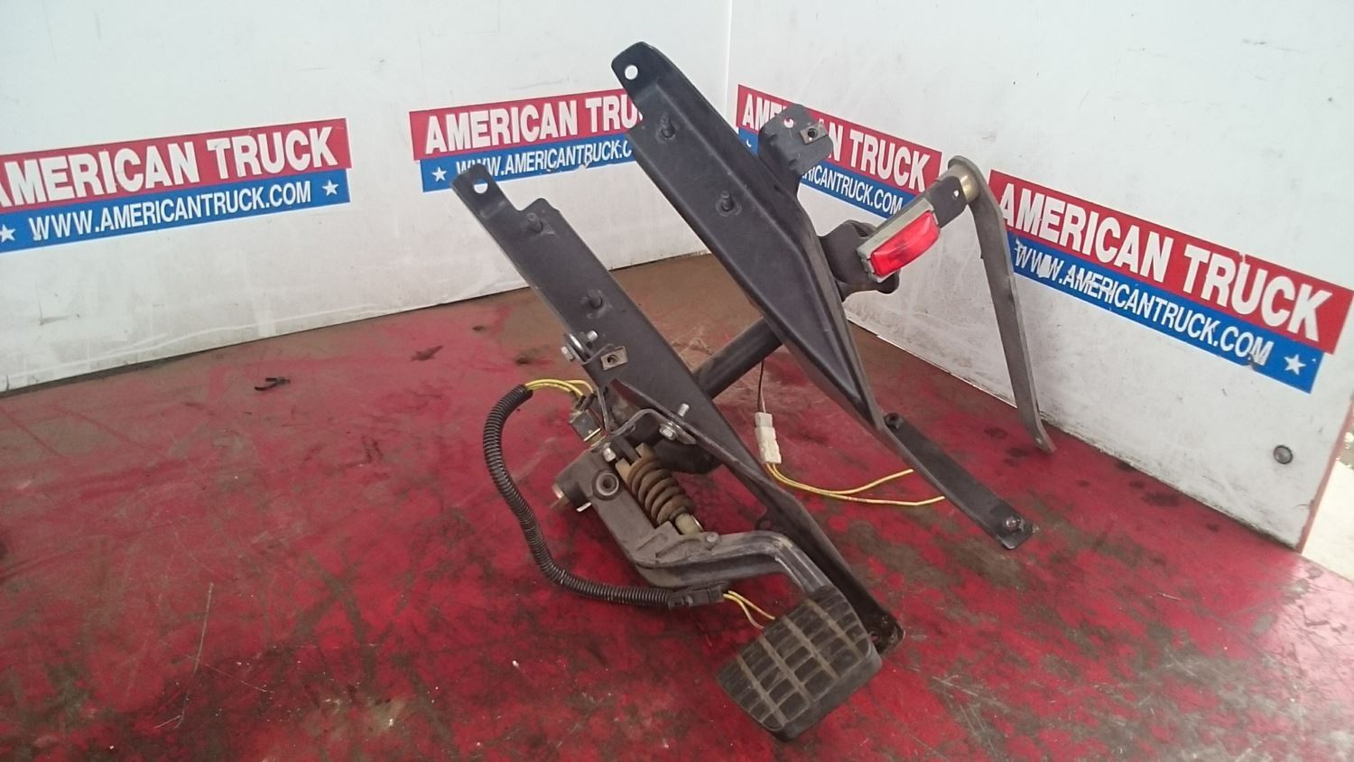 USED PEDAL ASSEMBLY FOR 1999 FREIGHTLINER CENTURY CLASS ...