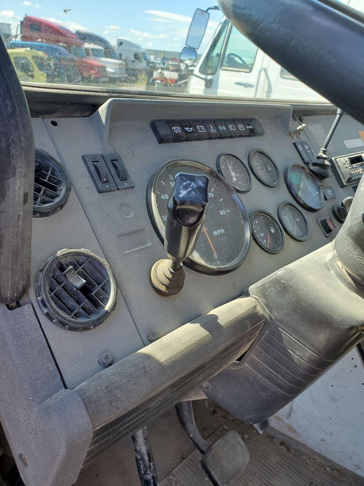 1994 Mack CS200P (Stock #50719-2)