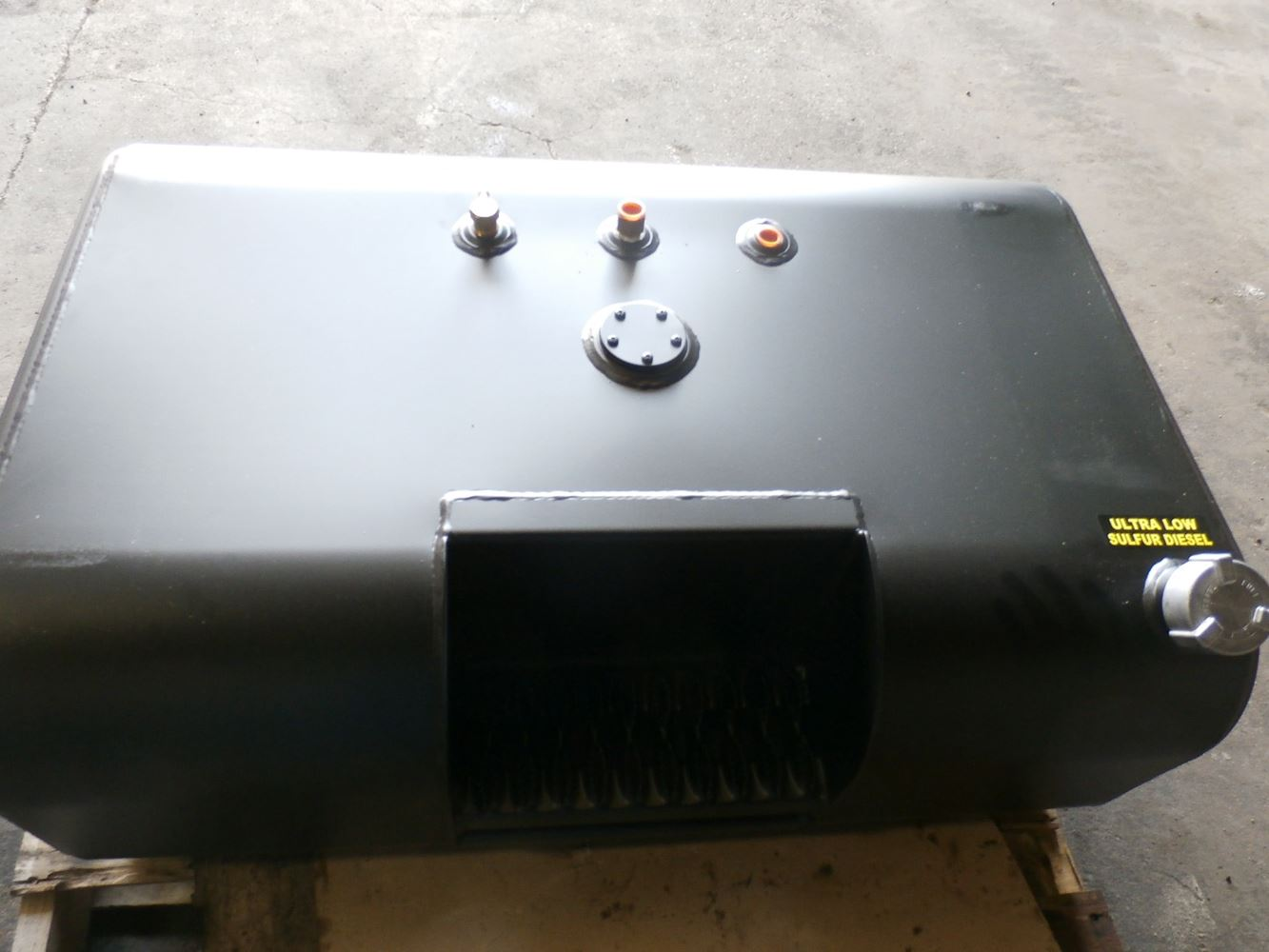Media 2 for International 4700 Fuel Tanks