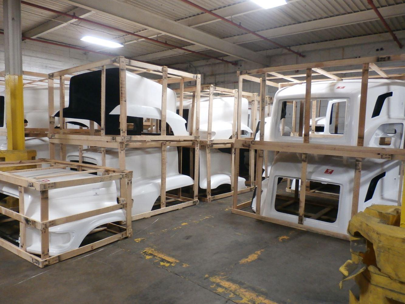 Media 5 for Freightliner COLUMBIA Hoods
