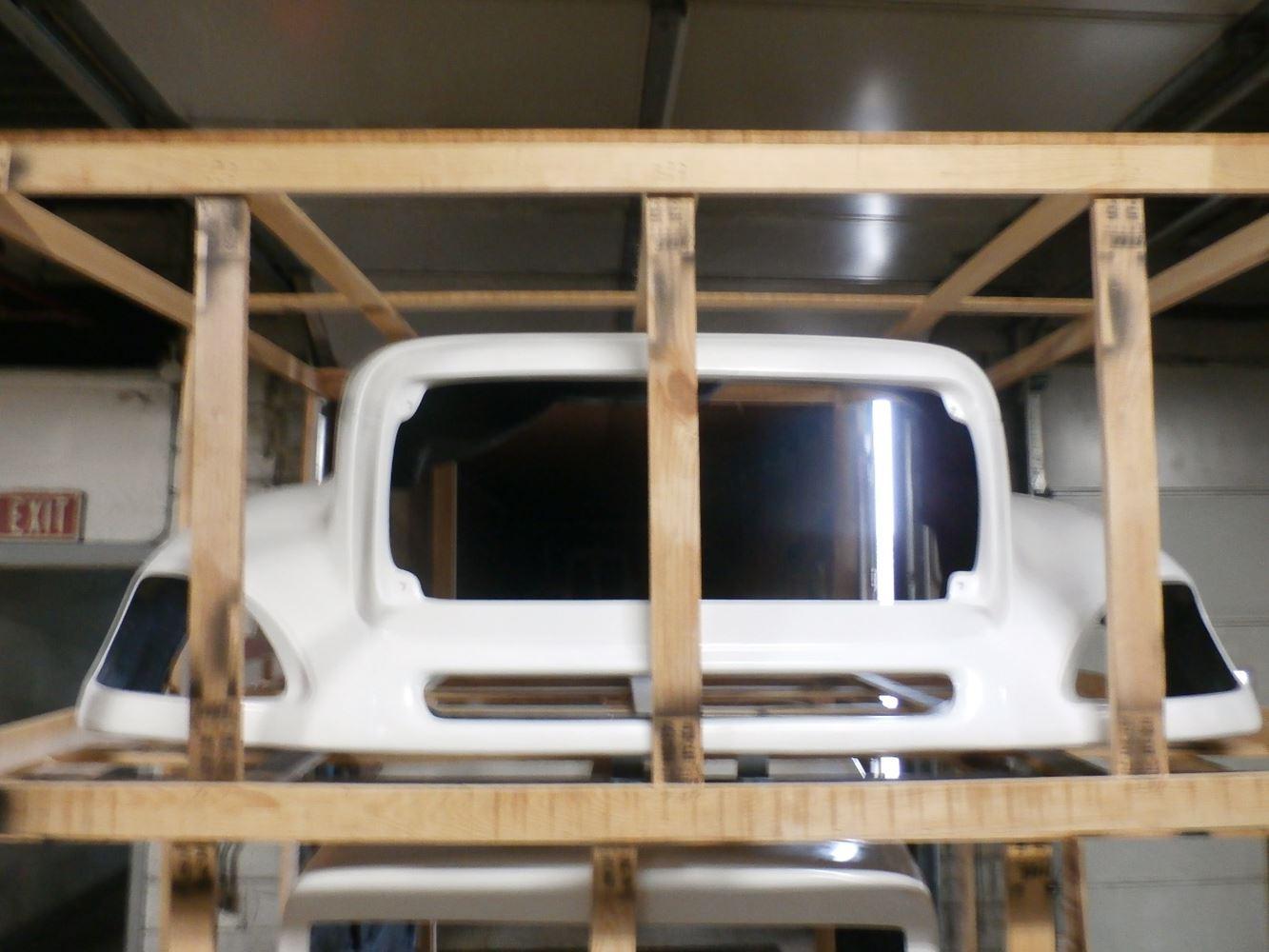 Media 1 for Freightliner COLUMBIA Hoods