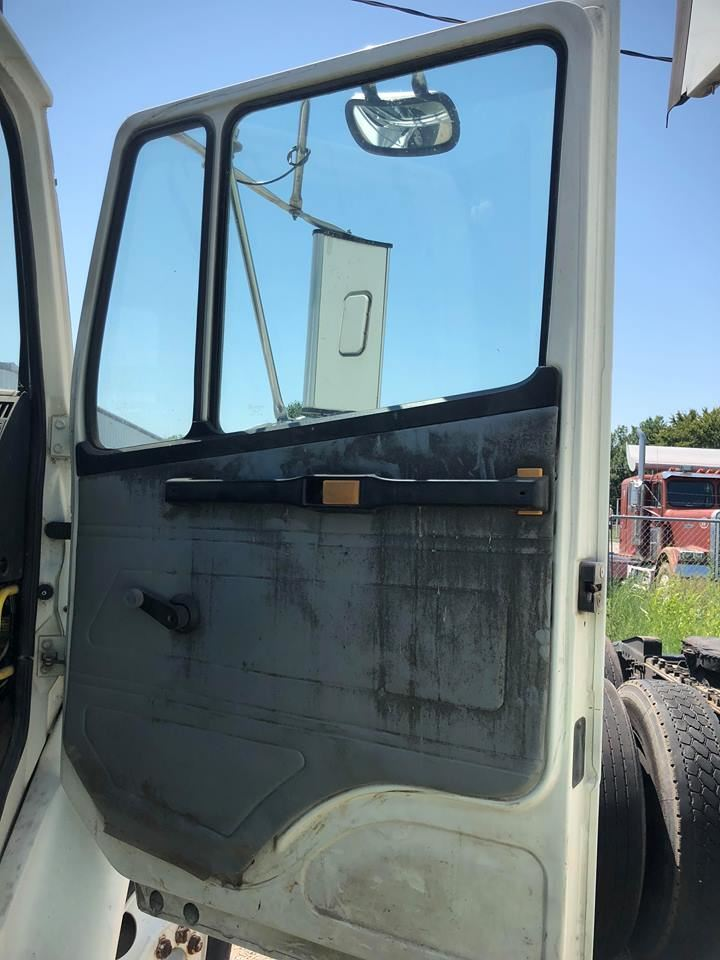 Media 2 for Freightliner FL70 Doors