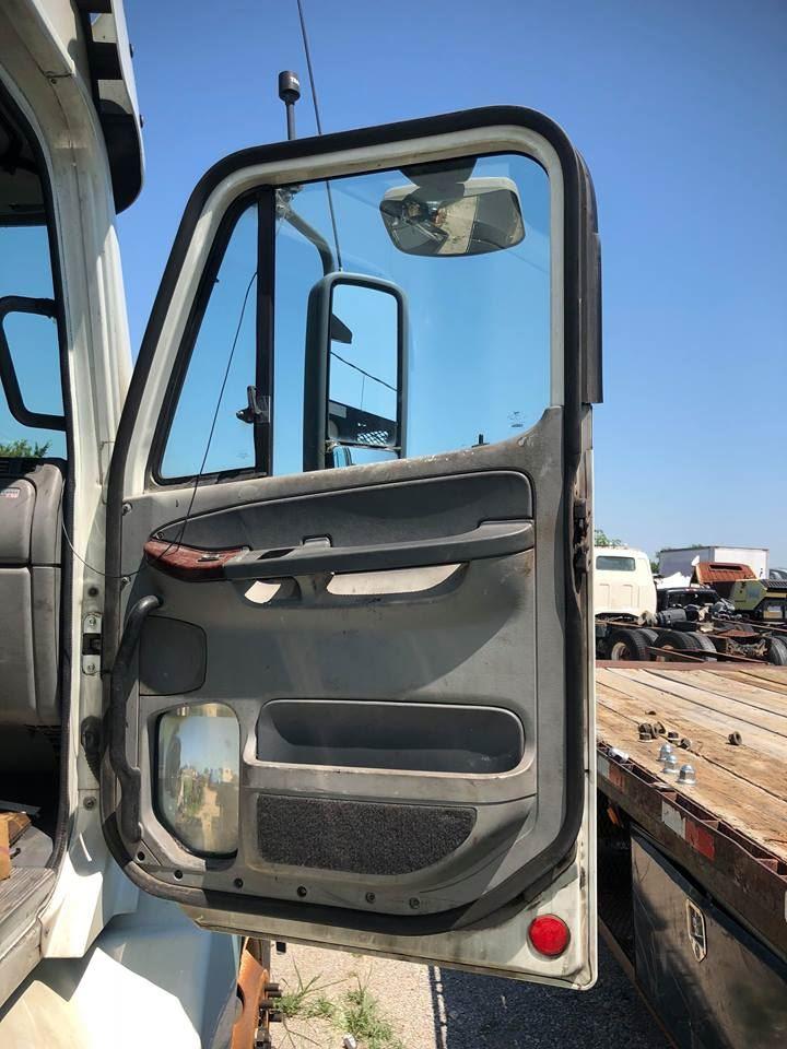 Media 3 for Freightliner Century Class ST120 Doors