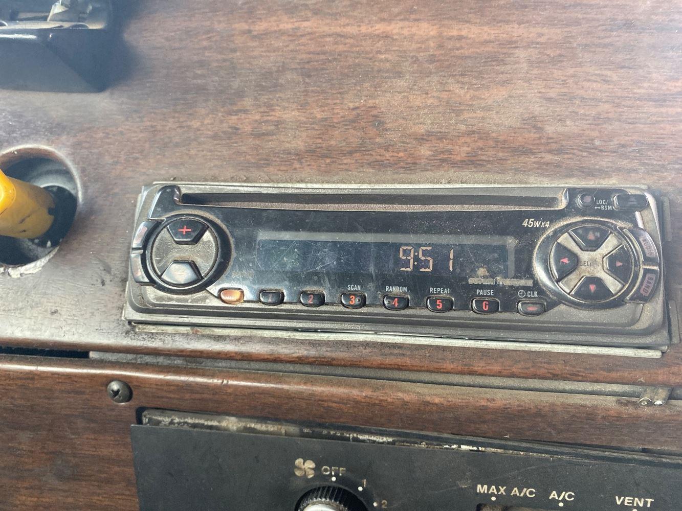 1990 FREIGHTLINER FLD120 RADIO TRUCK PARTS #719874