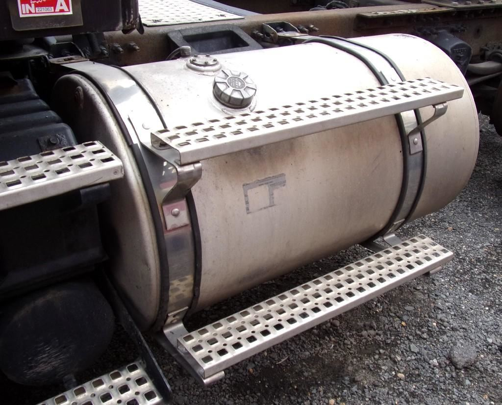 2003 VOLVO VNM FUEL TANK TRUCK PARTS #680784