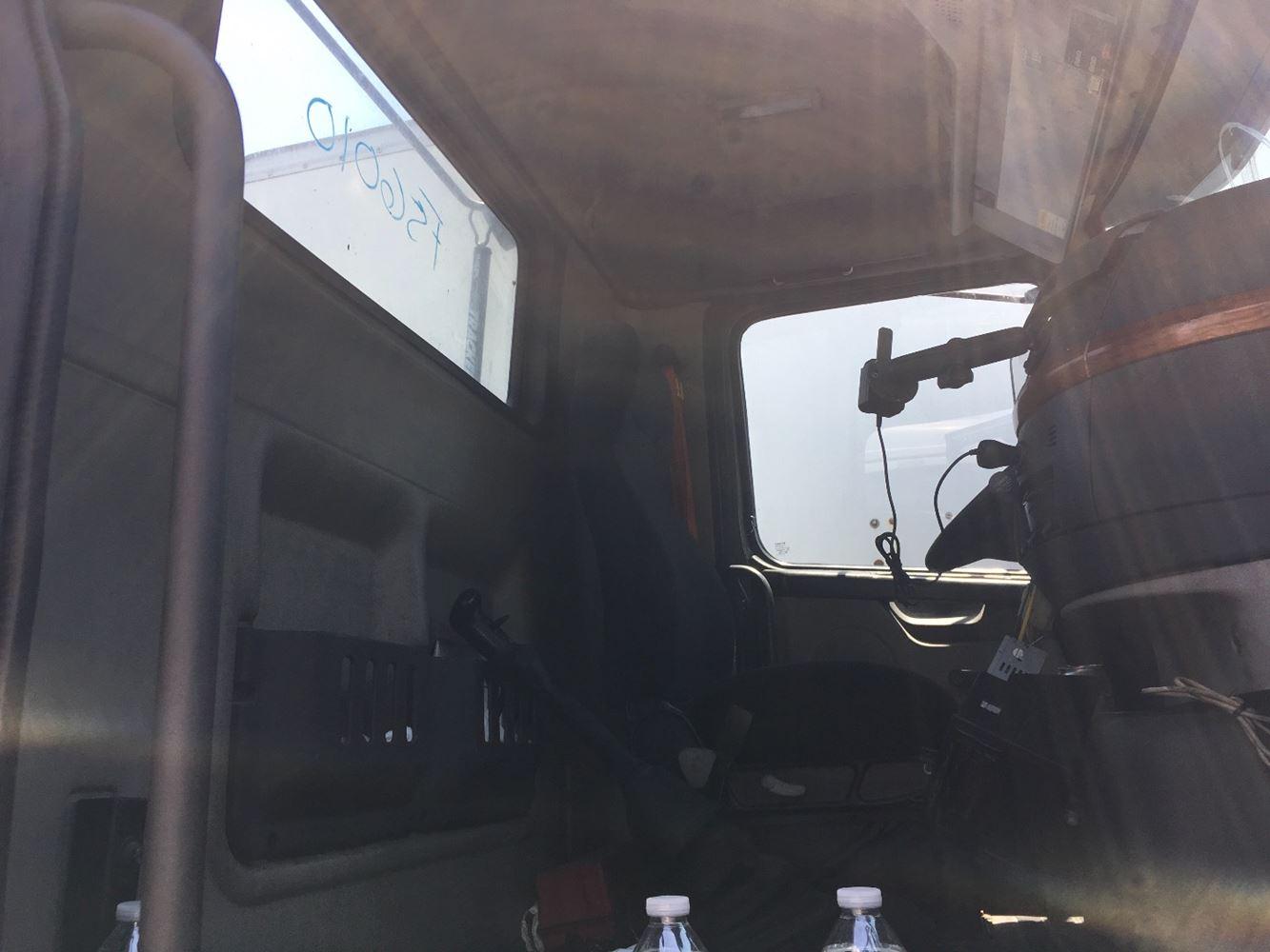 2006 VOLVO VNM CAB TRUCK PARTS #686115