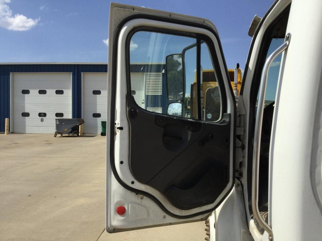 2005 freightliner m2 106 stock 24577201 doors tpi for 106 door
