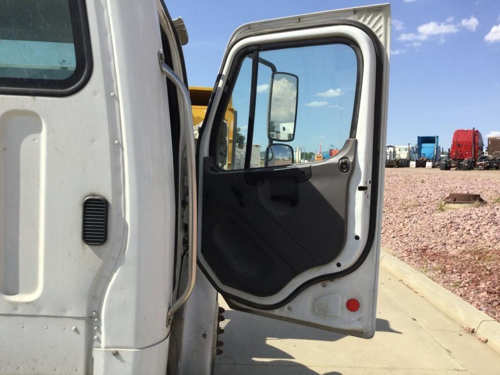 2005 freightliner m2 106 stock 24577203 doors tpi for 106 door