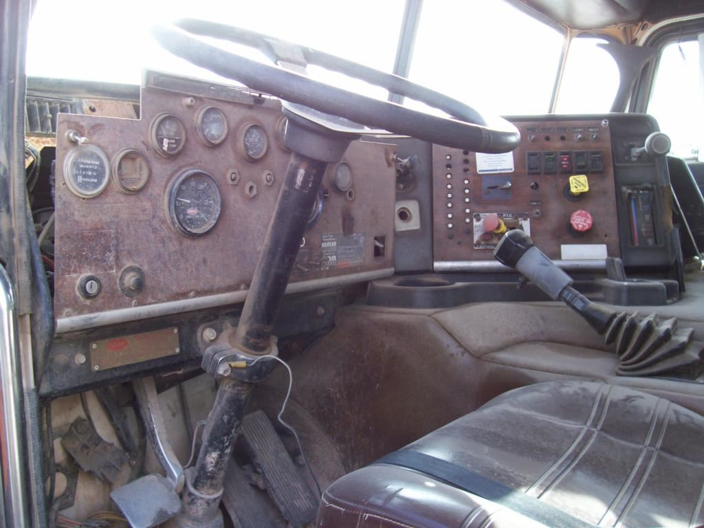 2001 Peterbilt 387 (Stock #SV-240-30)