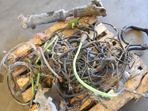 2012 VOLVO VN Wiring Harnesses (Cab Dash) 8VKrFrEFwPxH_b volvo wiring harnesses (cab and dah) parts tpi volvo wiring harness at bayanpartner.co