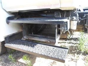 2006 HINO 268 Battery Boxes vmSYIIJxhxic_b hino 268 battery box parts tpi House Fuse Box Location at reclaimingppi.co