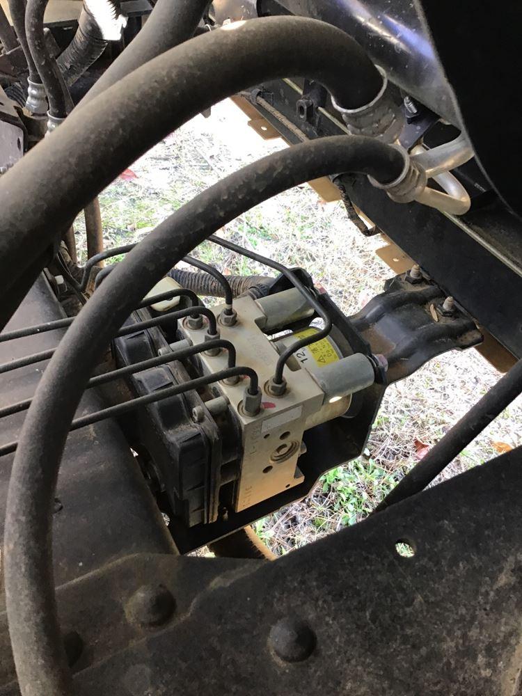 2013 Isuzu NPR - GAS (Stock #184-801765-6)   ABS Brake Pumps