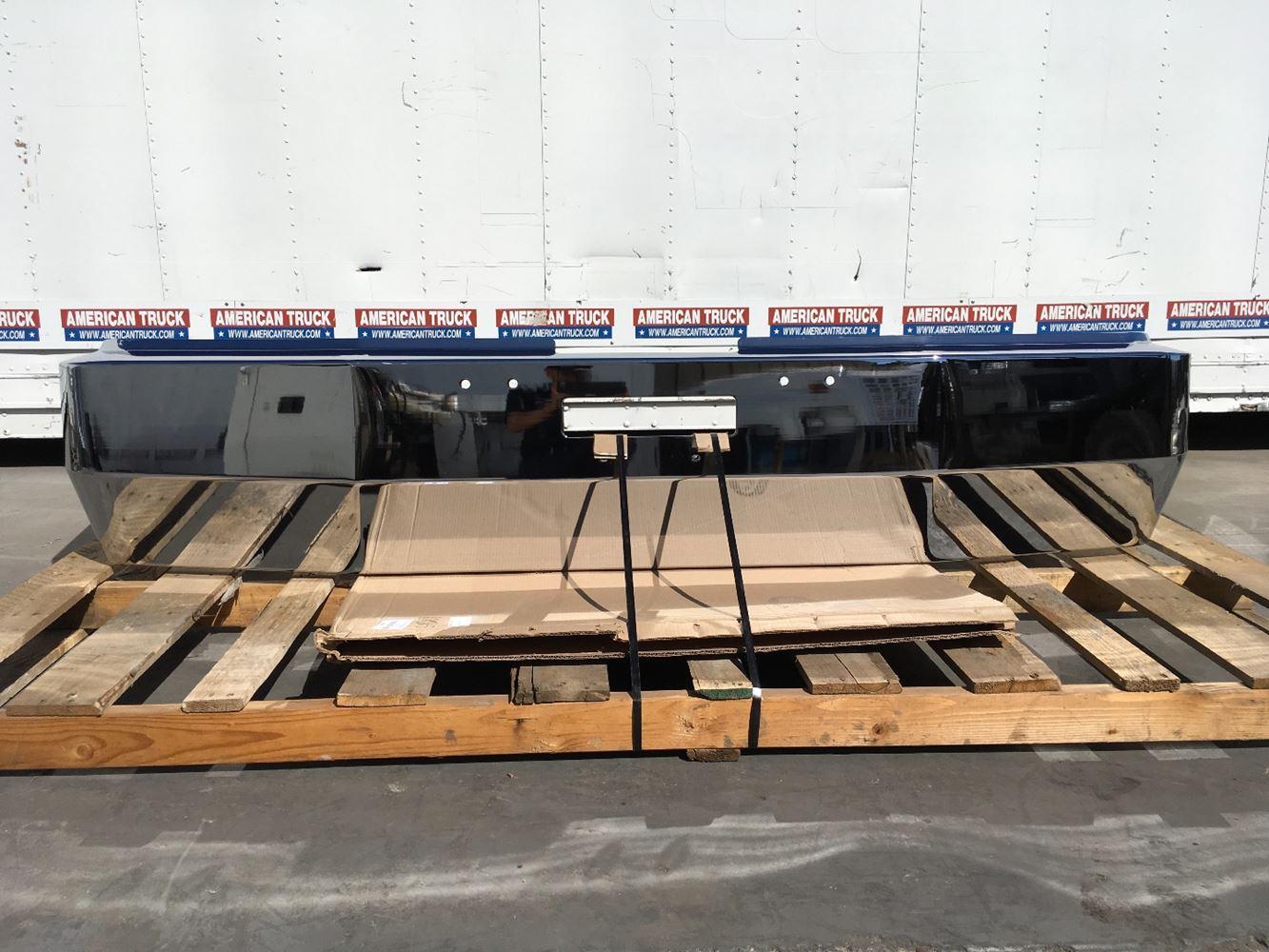 2000 Freightliner Fld120  Stock  8225