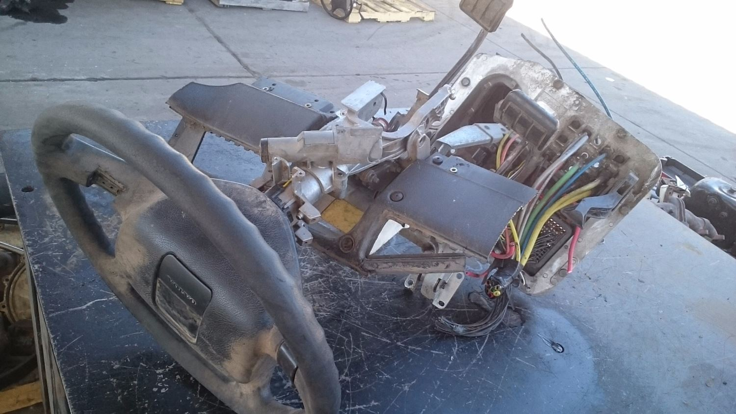 Used Parts for 2001 VOLVO VNL for sale-59044438