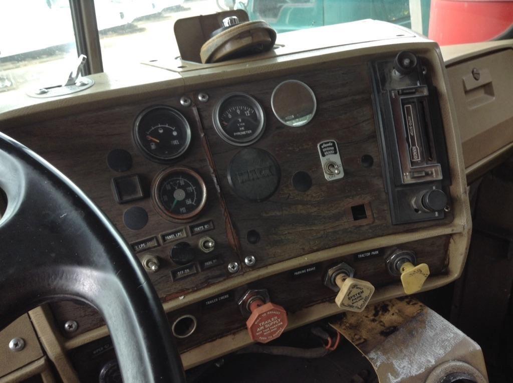 1984 MACK R600 SERIES (Stock #131390)