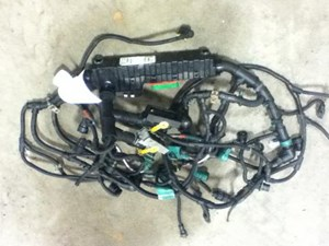 2014 VOLVO VNL300 Wiring Harnesses yQhYxi8RFWCV_b volvo wiring harness parts tpi  at readyjetset.co
