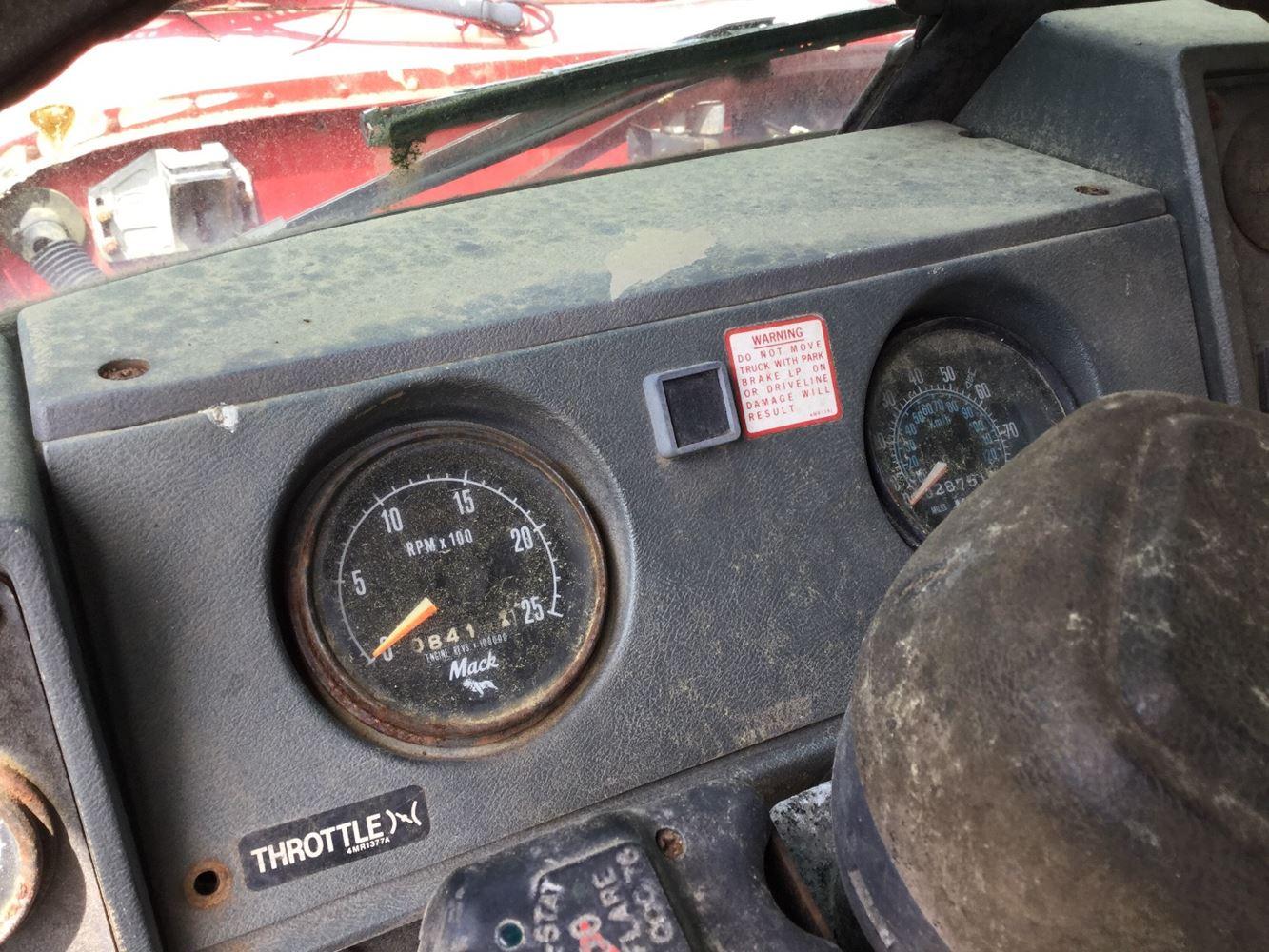 1989 Mack RD690S (Stock #SALVAGE-609-DASH-027) | Dash Ass'ys