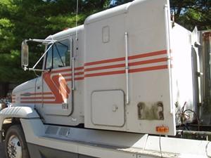 Freightliner FLD120 - Salvage UNIT 4414