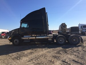 Volvo VNL670 - Salvage VOL04368