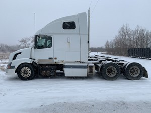 Volvo VNL670 - Salvage VOL05521
