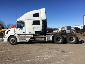Volvo VNL780 - Salvage VOL09362
