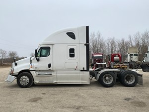 Freightliner Cascadia - Salvage FRT15519