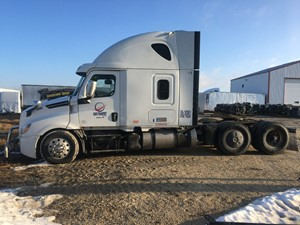 Freightliner Cascadia 126 - Salvage FRT18537