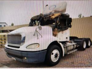 Freightliner COLUMBIA 112 - Salvage TR226