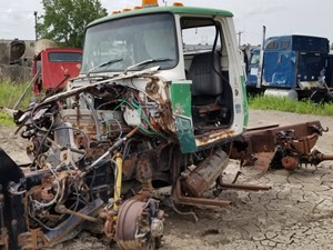 Ford L9000 - Salvage 21-089