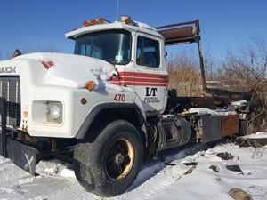 Mack RB688S - Salvage 21-021