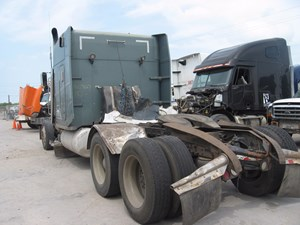 Peterbilt 379 EXT - Salvage 99-2915