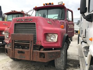 Mack DM690S - Salvage IN1245