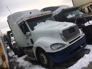 Freightliner COLUMBIA 120 - Salvage IN1119