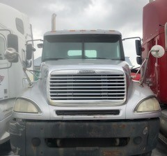 Freightliner COLUMBIA 120 - Salvage IN1172