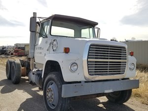 Ford L8000 - Salvage 32418