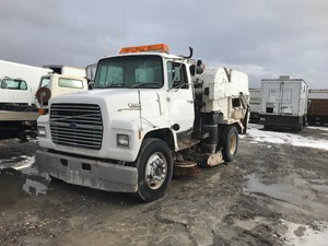 Ford LN7000 - Salvage 122519