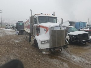 Kenworth W900 - Salvage 32821
