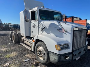 Freightliner FLD112 - Salvage 61721