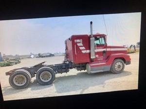 Freightliner FLD120 - Salvage 102321