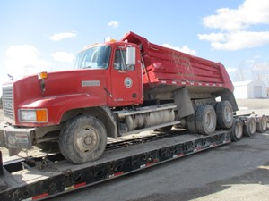 Mack CL713 - Salvage 41021