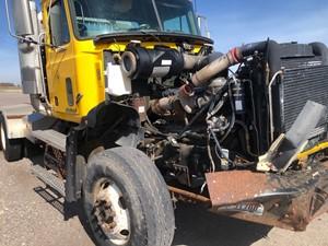 Mack CL713 - Salvage 51021